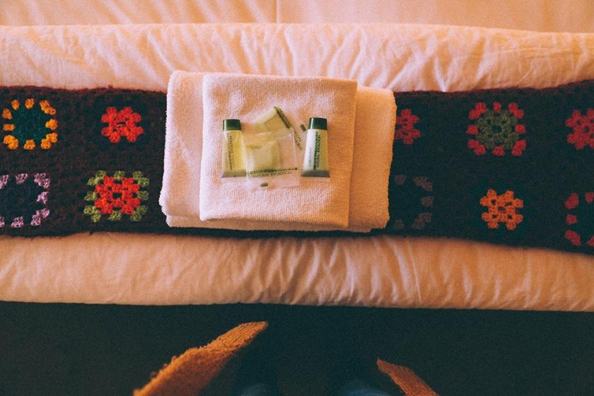 Daylesford Hotel pub accommodation bedroom