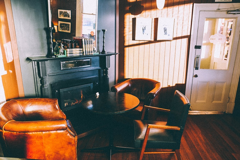 Daylesford Hotel pub accommodation front bar