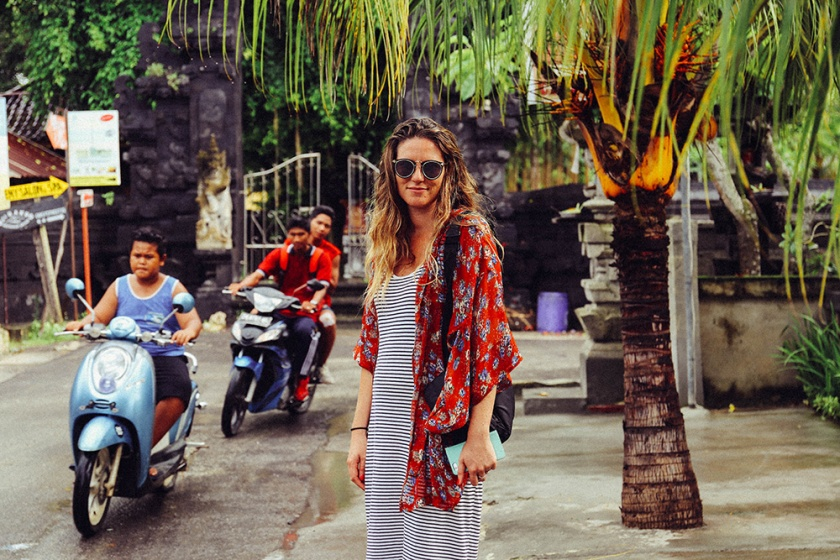 Nusa Lembongan street scooters_ best islands visit bali indonesia