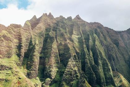 Helicopter tour Hawaii Kauai Sunshine napali coast jagged cliffs