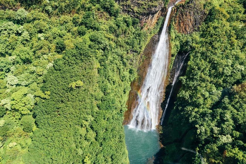 Helicopter tour Hawaii Kauai Sunshine napali coast waimea waterfall