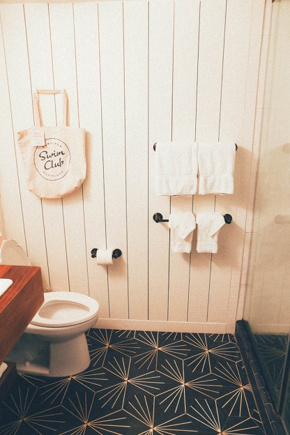 Surfjack Waikiki Best Hotels Hipster Honolulu Hawaii bathroom