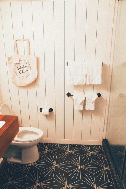 Surfjack Waikiki Best Hotels Hipster Honolulu Hawaii bathroom