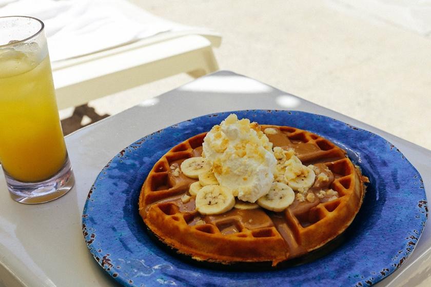 Surfjack Waikiki Honolulu Best Hotels pool breakfast waffles