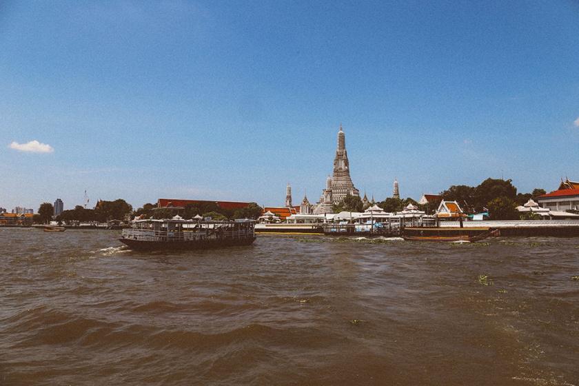 Bangkok wat arun thailand ferry