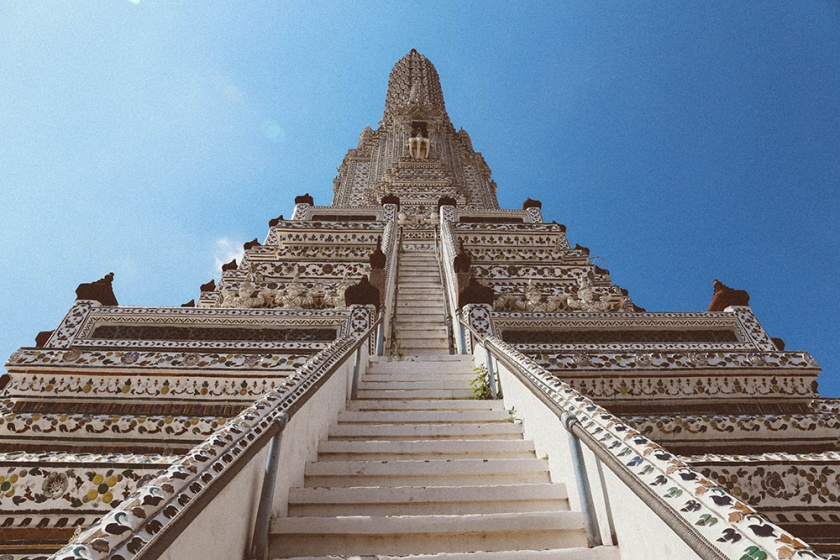 Bangkok wat arun thailand temple look up
