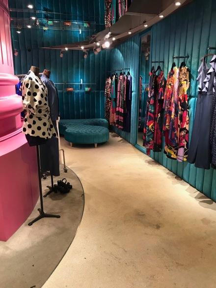 Thailand bangkok shopping change room